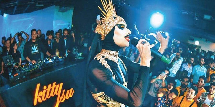 Drag Queen Virgin Extravanganza