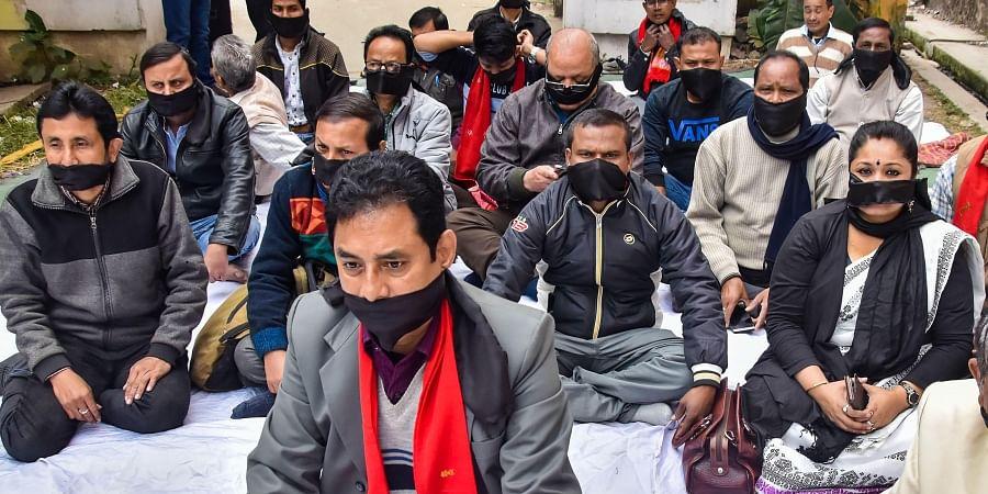 Members of Asom Sahitya Sabha tie their mouth with black cloth during a protest against the Citizenship Amendment Act at Asom Sahitya Sabha office in Guwahati Wednesday Jan. 1 2020. (Photo | PTI)