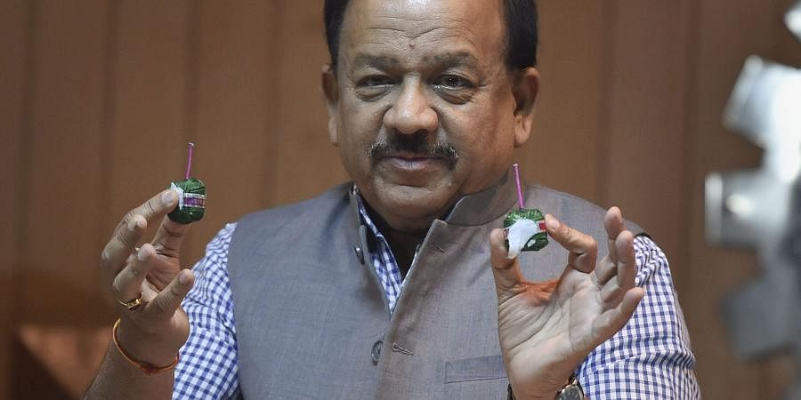 Minister for Science and Technology Harsh Vardhan launches a set of 'green crackers' developed by CSIR at Anusandhan Bhawan in New Delhi. (Photo | PTI)