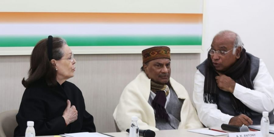 Congress interim president Sonia Gandhi, former PM Manmohan Singh, party leaders Mallikarjun Kharge, AK Antony, Priyanka Gandhi and others at the Congress Working Committe meeting at the party headquarters in New Delhi on Saturday. (Photo | Shekhar Yadav/EPS)