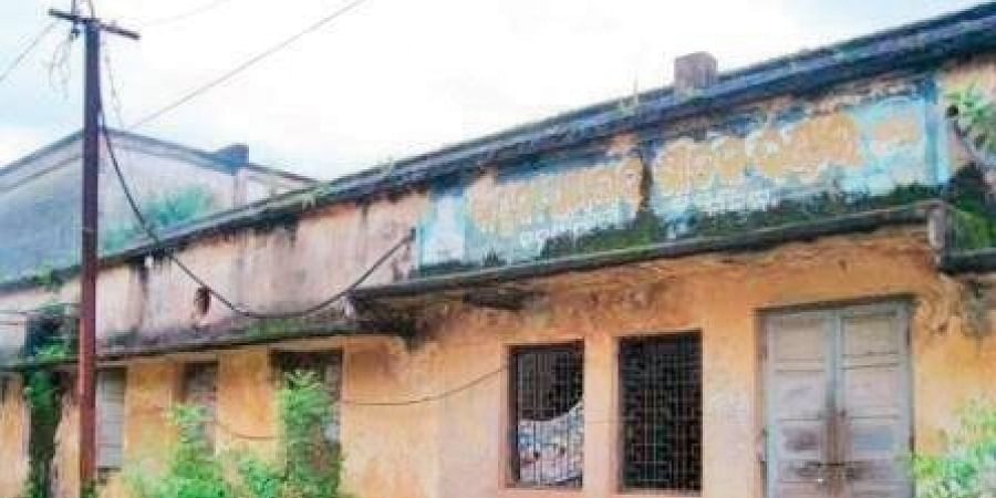 Defunct Bapuji cooperative cold store at Bahugram in Salepur