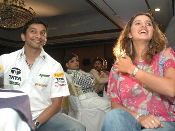 Tennis star Sania Mirza and F1 racer Narain Karthikeyan at the Tata indicom mobile promotion programme.