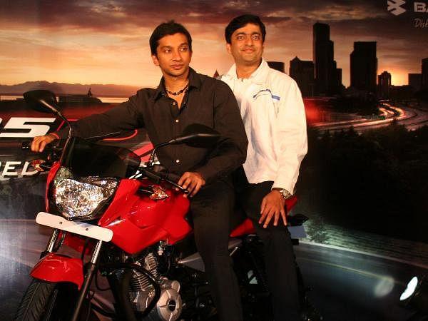 Narain Karthikeyan with Bajaj Marketing GM Milind Bade at the launch of a Bike Pulsar 135LS at Taj Residency in Bangalore.