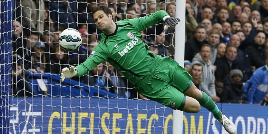 Asmir Begovic has agreed a six-month contract with AC Milan.