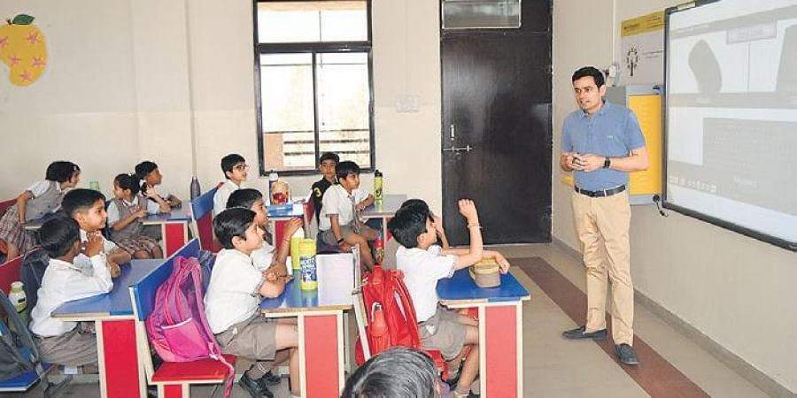 Shivram Choudhary with CodeVidhya students.