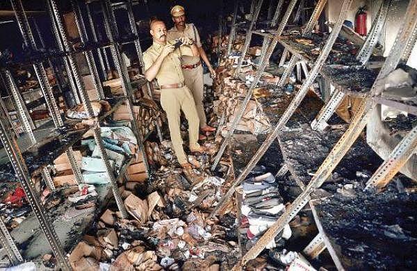 Fire breaksout at footweargodown in Capital