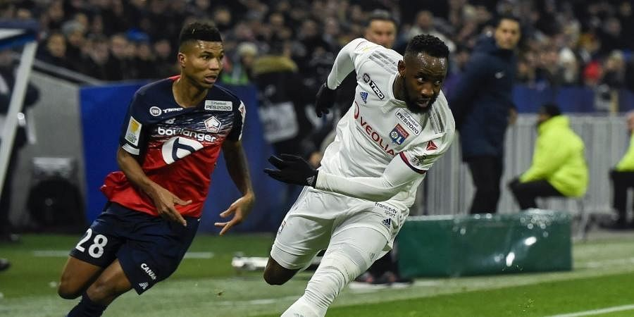 Lille's Mozambicans forward Reinildo Mandava (L) fights for the ball with Lyon's French forward Moussa Dembele during the French League Cup semifinal football match between Olympique Lyonnais and Lille LOSC at the Groupama stadium in Decines-Charpieu near