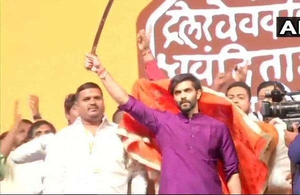 Raj Thackeray launches newsaffronflag, inducts son Amit into MNS