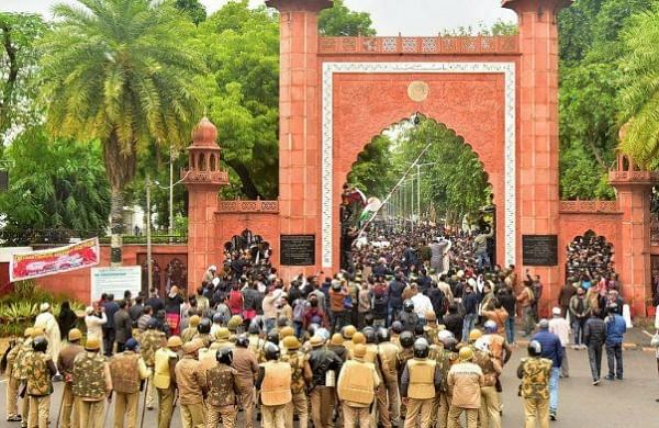 AMU students block highway demanding release of student held for heckling V-C on R-day