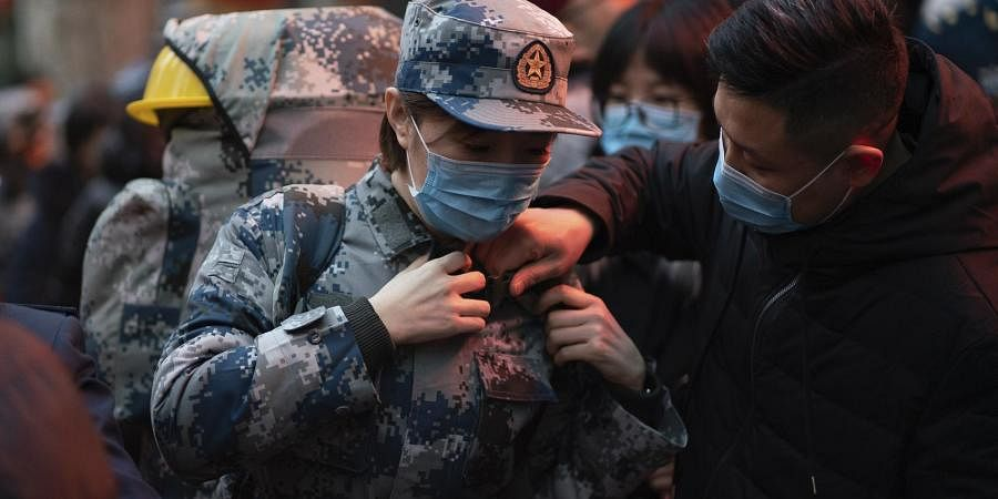 A military medic from the Air Force Medical University prepares to leave for Wuhan from Xi'an, capital of northwestern China's Shaanxi Province. (Photo | AP)