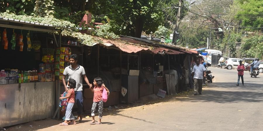 Street vendors along the footpaths on the stretch  between the Museum police station and Kanaka Nagar