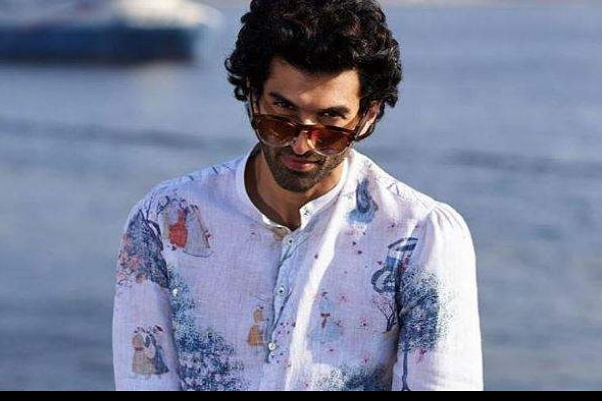 Aditya Roy Kapoor Flaunts Chiselled Body On First Malang Poster The New Indian Express