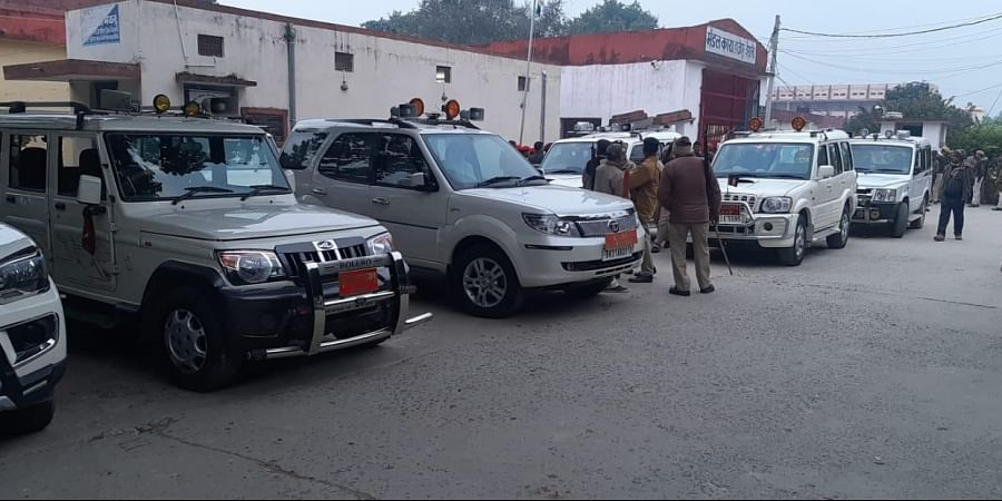 Senior officials rushed to the Hajipur jail where a gold robber was shot dead