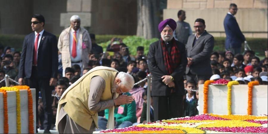 Prime minister Narendra Modi, President Ram Nath Kovind and others paying homage on the Martyrs'Day at Mahatma Gandhi's memorial in Rajghat, in New Delhi on Thursday. (Photo | Shekhar Yadav/EPS)