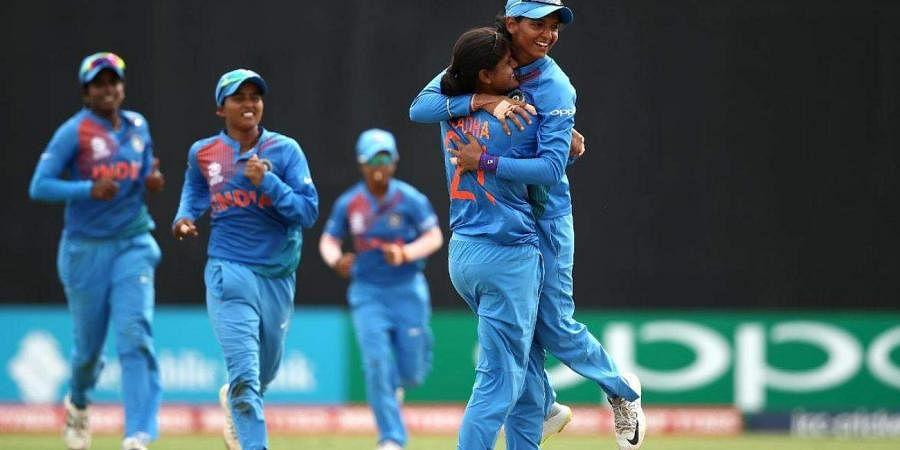 India captain Harmanpreet Kaur with her teammates