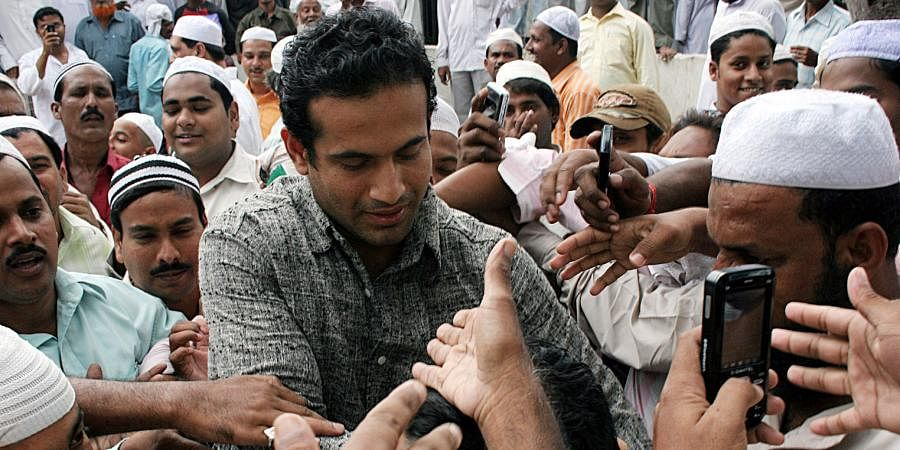 Irfan Pathan mobbed by people at the Jama Masjid, when he ventured in to offer Friday prayers in Bhubaneswar.