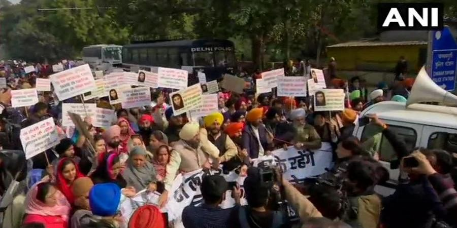 Sikh Gurdwara Management Committee and Shiromani Akali Dal staged protests near the Pak High commission in Delhi.