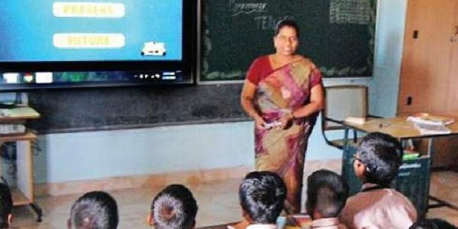Students in a smart classroom in Keechankuppam Union School.