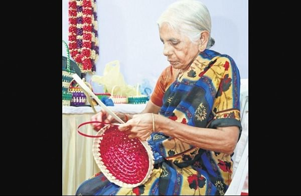 Restoring crafts of leaves, wood and fabrics