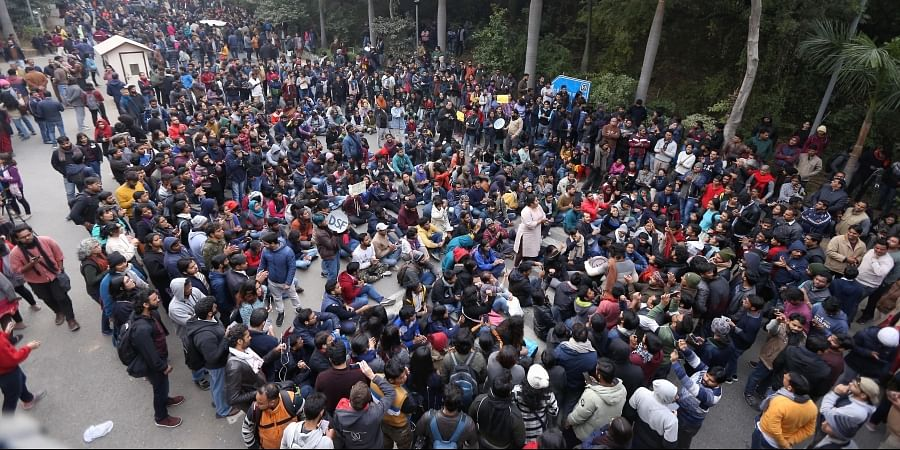 JNU students protesting at main gate campus of the university in New Delhi on Monday. (Photo | Arun Kumar P/EPS)