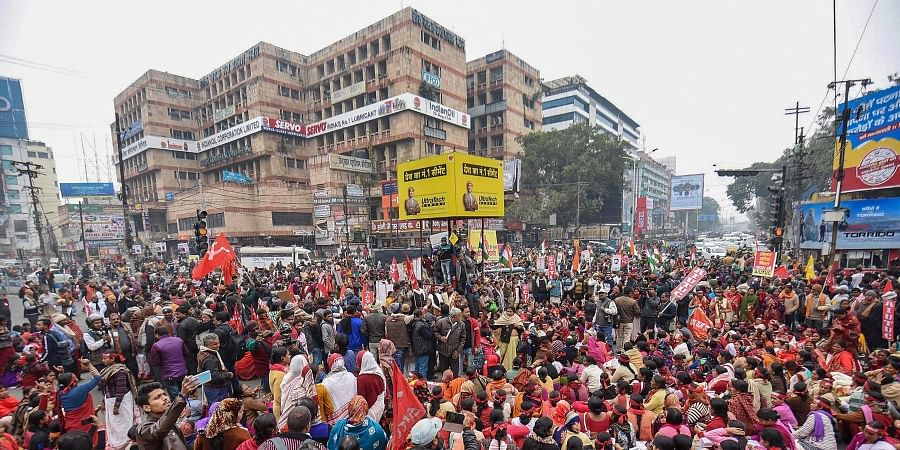 Left parties supporters block the traffic on the Dak Bangalow road in support of the nationwide strike called by ten trade unions in protest against the alleged anti-people policies of the Centre in Patna Wednesday Jan. 8 2020. (Photo | PTI)