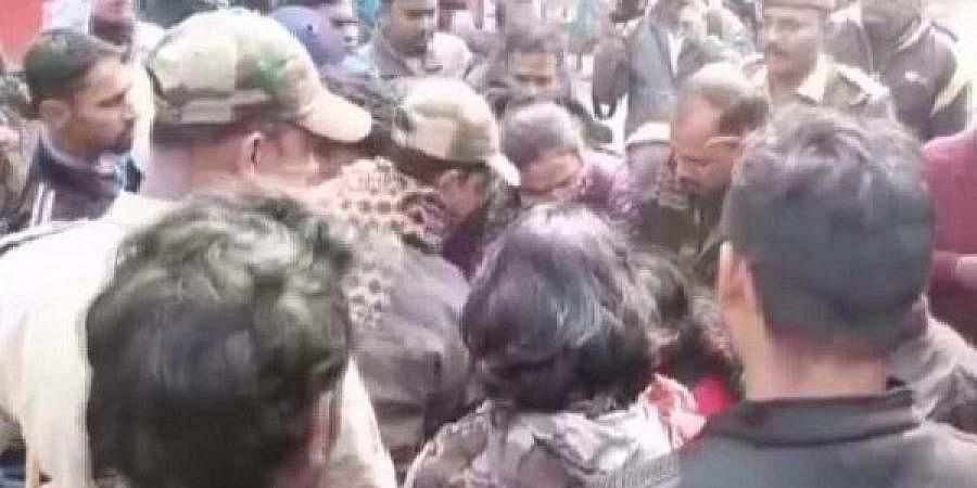 A photo of the clash between Trinamool Congress and SFI workers in Burdwan