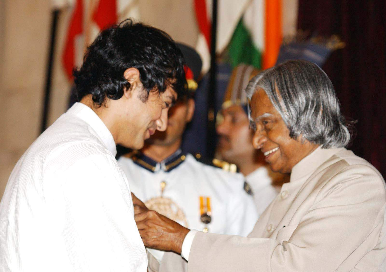 Then President A P J Abdul Kalam presenting Padma Shri to Bollywood star Aamir Khan at a ceremony held in Rashtrapati Bhavan in 2003.