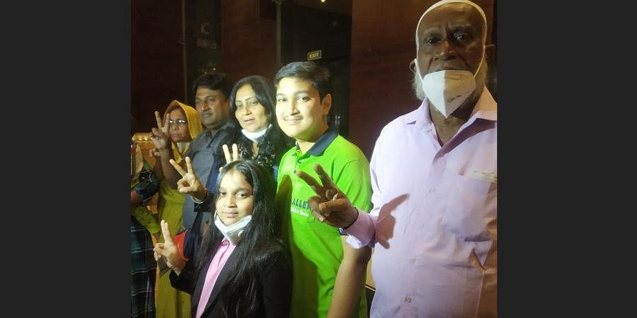 NEET 2020 topper from Odisha, Soyeb Aftab with his family (Photo   EPS)