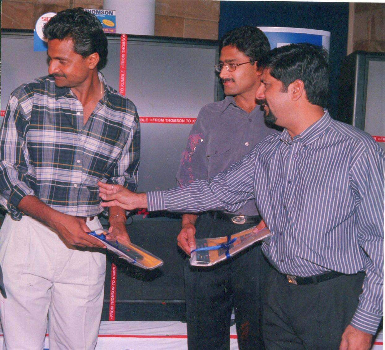 Former Indian Cricketer K Srikanth (Extreme Right) at the felicitation ceremony of Indian Spin Wizard Anil Kumble (Centre) and Javagal Srinath in Bangalore.