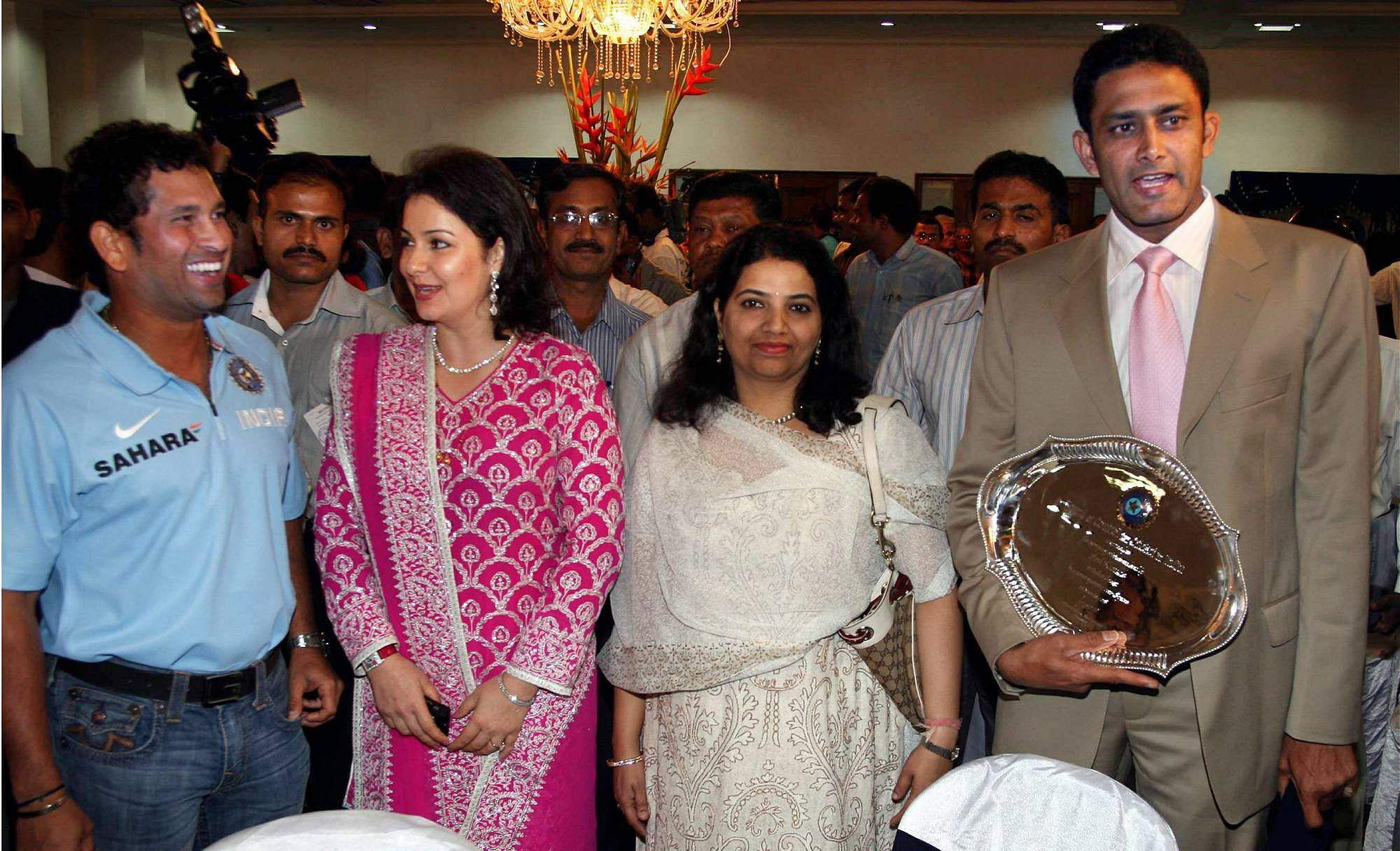 Sachin Tendulkar and Anil Kumble with their wives after a felicitation function by BCCI at the VCA Stadium in Nagpur.