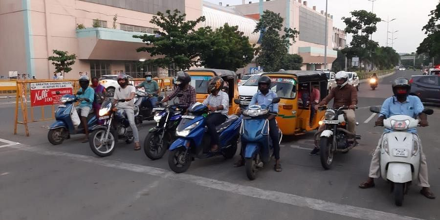 Chennai city traffic cops have allowed the vehicles from Rajiv Gandhi IT Expressway to take the right turn at the Madhya Kailash junction.