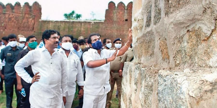 Tourism & Culture and Archaeology Minister V Srinivas Goud, along with public representatives and other officials concerned, inspects the Quilashapur fort in Jangaon district.