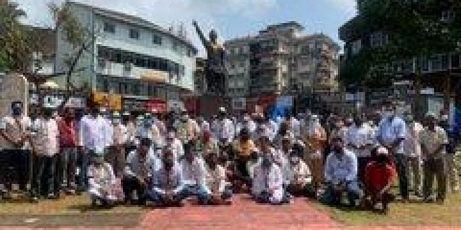 Congress Goa unit chief Girish Chodankar, Leader of Opposition in the Assembly Digambar Kamat were among the leaders who took part in the silent protest held in Lohia Maidan in Margao