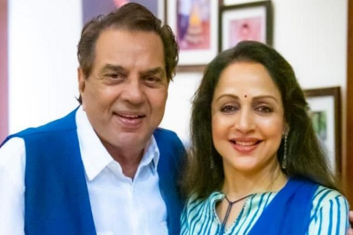 Dharmendra Hema Malini S Latest Pictures Leave Fans Awestruck The New Indian Express