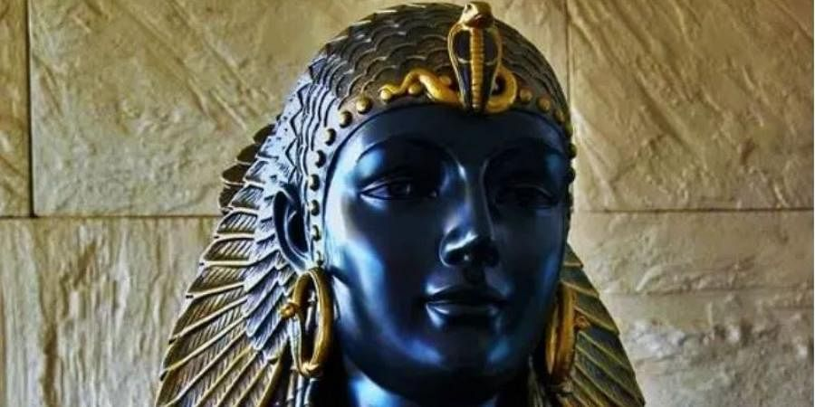While there's no doubt that Cleo was Macedonian-Greek on her father Ptolemy XII's side, the ethnic origin of her mother remains unknown - strengthening the idea that the Egyptian ruler was of mixed heritage. Hence her 'skin colour' remains a mystery to the modern world. (Photo | Twitter)