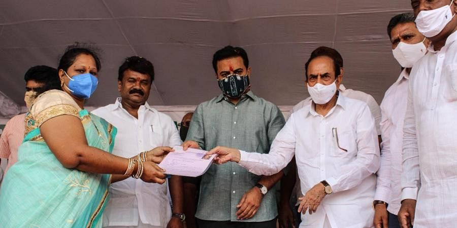 Beneficiaries receiving certificate and keys of 2BHK houses at Jiyaguda from KT Rama Rao
