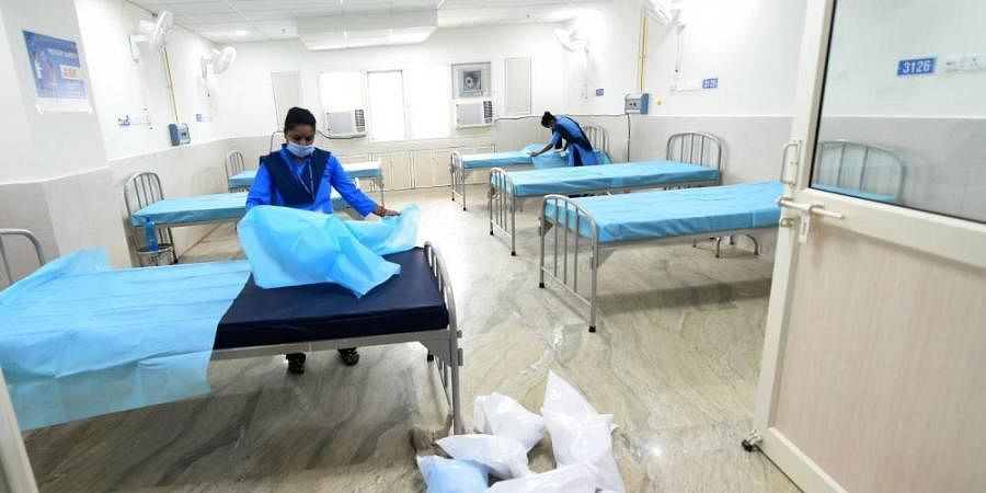 Workers make arrangements at the 450-bed COVID-19 care centre in Burari ahead of its inauguration by Delhi Chief Minister Arvind Kejriwal on Saturday. (Photo | Shekhar Yadav, EPS)