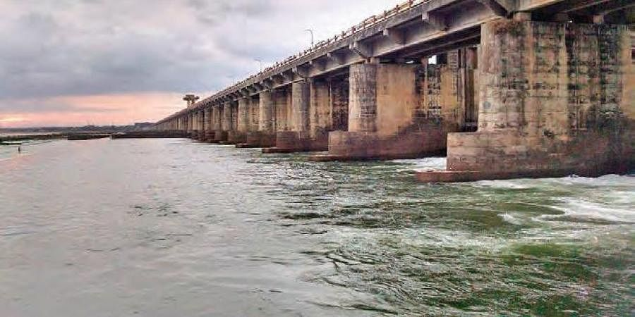 Several villages in Devipatnam and other mandals in the Agency of East Godavari, Polavaram in West Godavari district were also cut off
