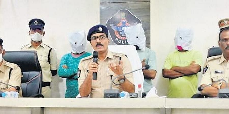 Urban Superintendent of Police RN Ammi Reddy producing the accused before  the media in Guntur on Friday. (Photo | EPS)
