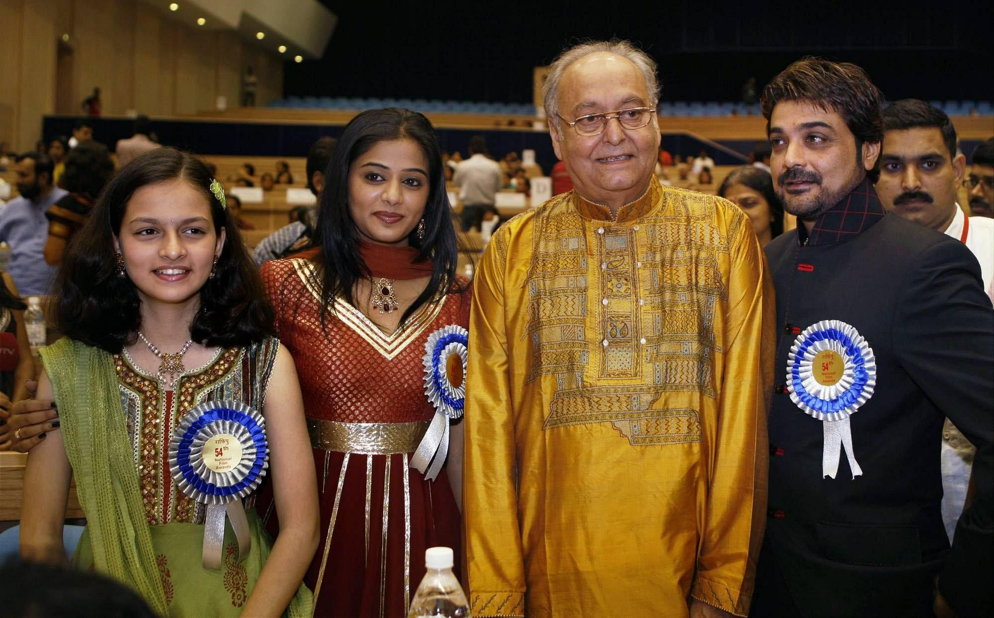 Best Actor Soumitra Chatterjee (2nd R) with Best actress Priyamani and Best Child Actress Divya Chaphadkar at the 54th National Film Awards function at Vigyan Bhawan in New Delhi. Actor Prosenjit Chatterjee, son of Soumitra Chatterjee is seen at right. (Photo   PTI)