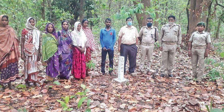 Women members of Gariakhaman Vana Surakhya Samiti along with Forest dept employees.