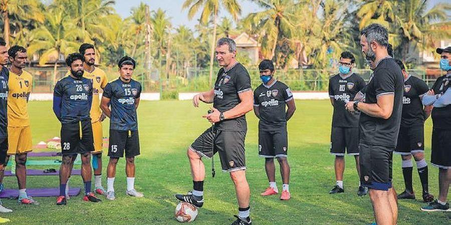 Chennaiyin head coach Csaba László (centre) during the pre-season | Chennaiyin FC
