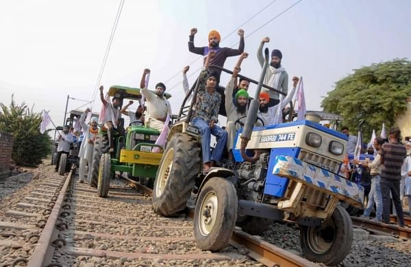 Farmers protest:Railways restores services in Punjab; passenger train stopped at Beasstation
