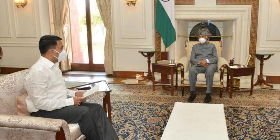 Goa CM Pramod Sawant (L) with President Ram Nath Kovind