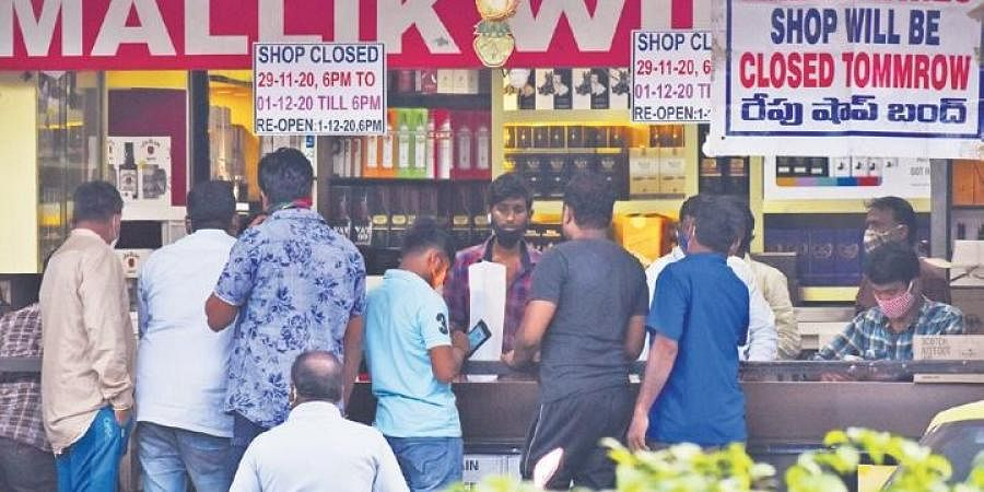 Ahead of liquor shops being shut for two days due to the polls, tipplers queue up for liquor at a wine shop at Somajiguda in Hyderabad on Sunday. (Photo | S Senbagapandiyan, EPS)