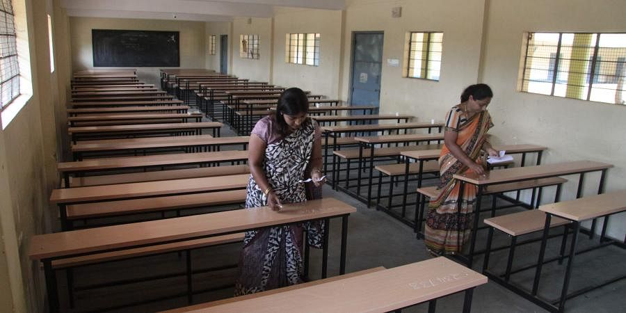 Education: In a state which fares low in the in the literacy rate, education is still in bad shape. The higher education options in the state leave the students with not much choice but to leave the state. With no big engineering or medical college, the students of the state often travel to South India or move to Punjab or Delhi.  Even with the case of arts stream, the standards of the colleges are not up to the mark and oftening completing the degree on time is compromised. Be it the 15 years rule of Lallu Prasad Yadav or the incumbent Nitish Kumar, education has not been a priority.  (File Photo  EPS)