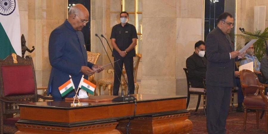 President Ram Nath Kovind administered the oath of office to Yashvardhan Kumar Sinha as Chief Information Commissioner