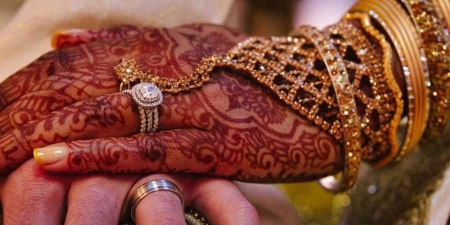 Shikha, 22, a resident of Jagatpuri, got engaged to Kunal from Noida eightmonths earlierand was all set to tie the knot on November 25.But the marriage was called off by the groom's family as her family was only able to offerRs 2.5 lakhasdowry.