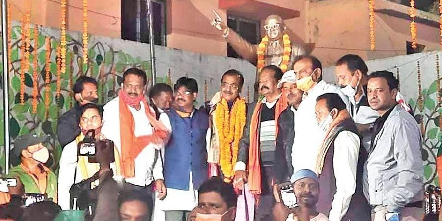 BJP State president Samir Mohanty with party workers at Rourkela
