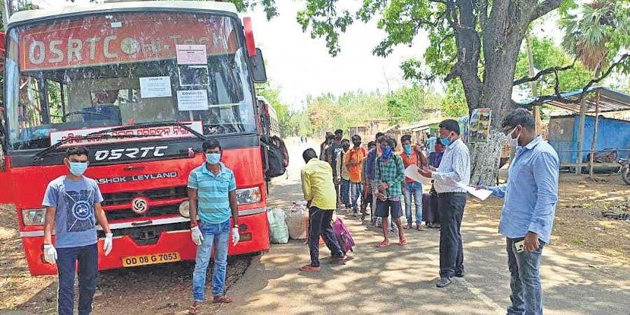 Migrant workers boarding a bus at Motu to reach Kalahandi district